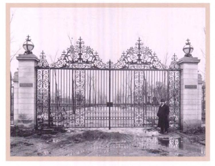 Beverly Road Gates 1